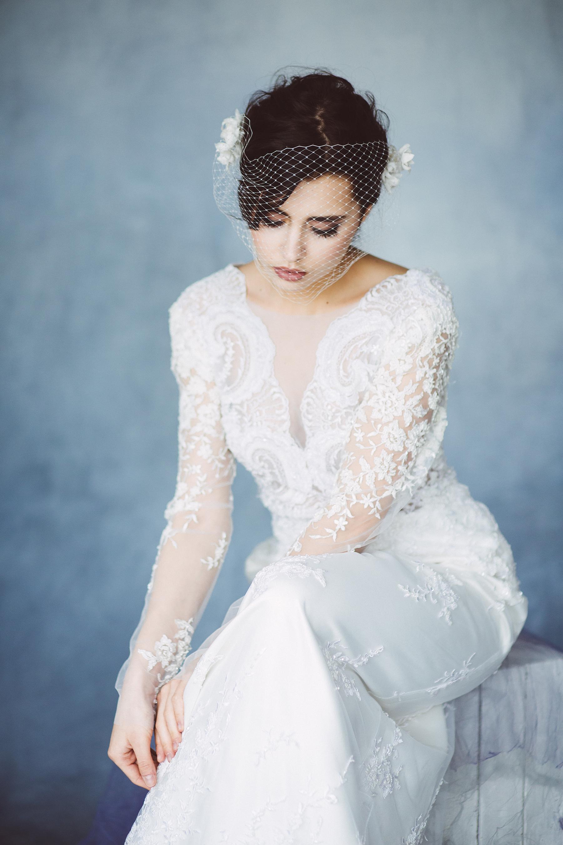 panna mloda w koronkowej sukni